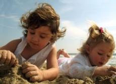 Proteja as crianças: 10 Cuidados a ter com o Sol